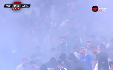 Факли в синьо след третия гол на ЦСКА