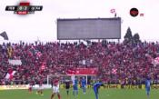Фен на ЦСКА вее знаме от върха на таблото