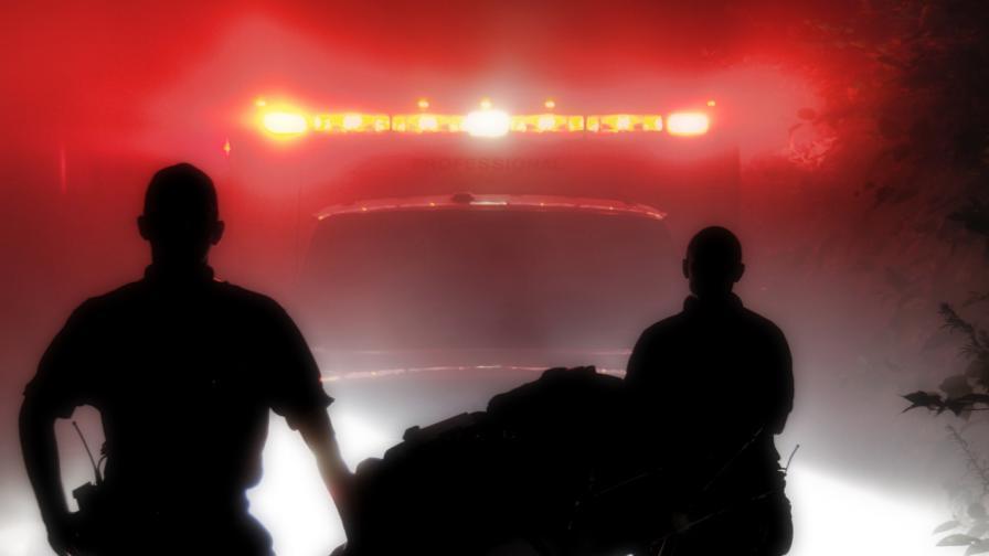 Автобус падна в дере в монтанско, жена загина, ранени