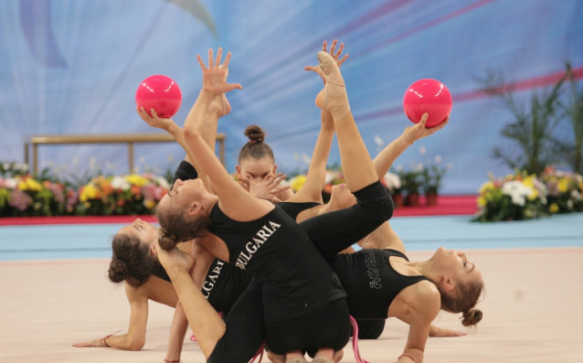 Ансамбъл по художествена гимнастика източник: Lap.bg