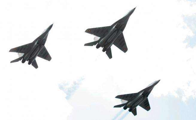 Експерти: Ако не платим до дни, сделката за F-16 ще се срине