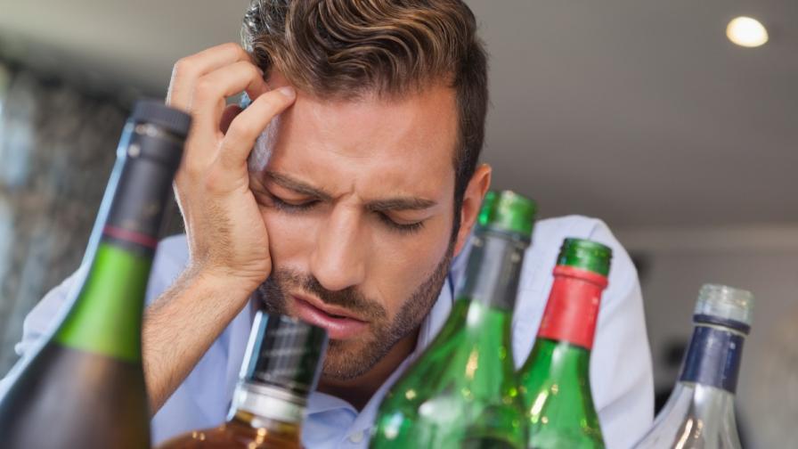 Защо ни боли главата след пиене?