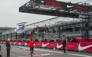 25 секунди не достигнаха за невъзможното - маратон под 2 часа