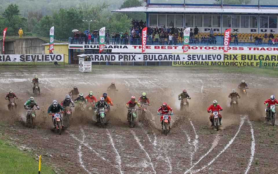 Дъждът не спря пилотите в днешния ден на Европейския шампионат по мотокрос
