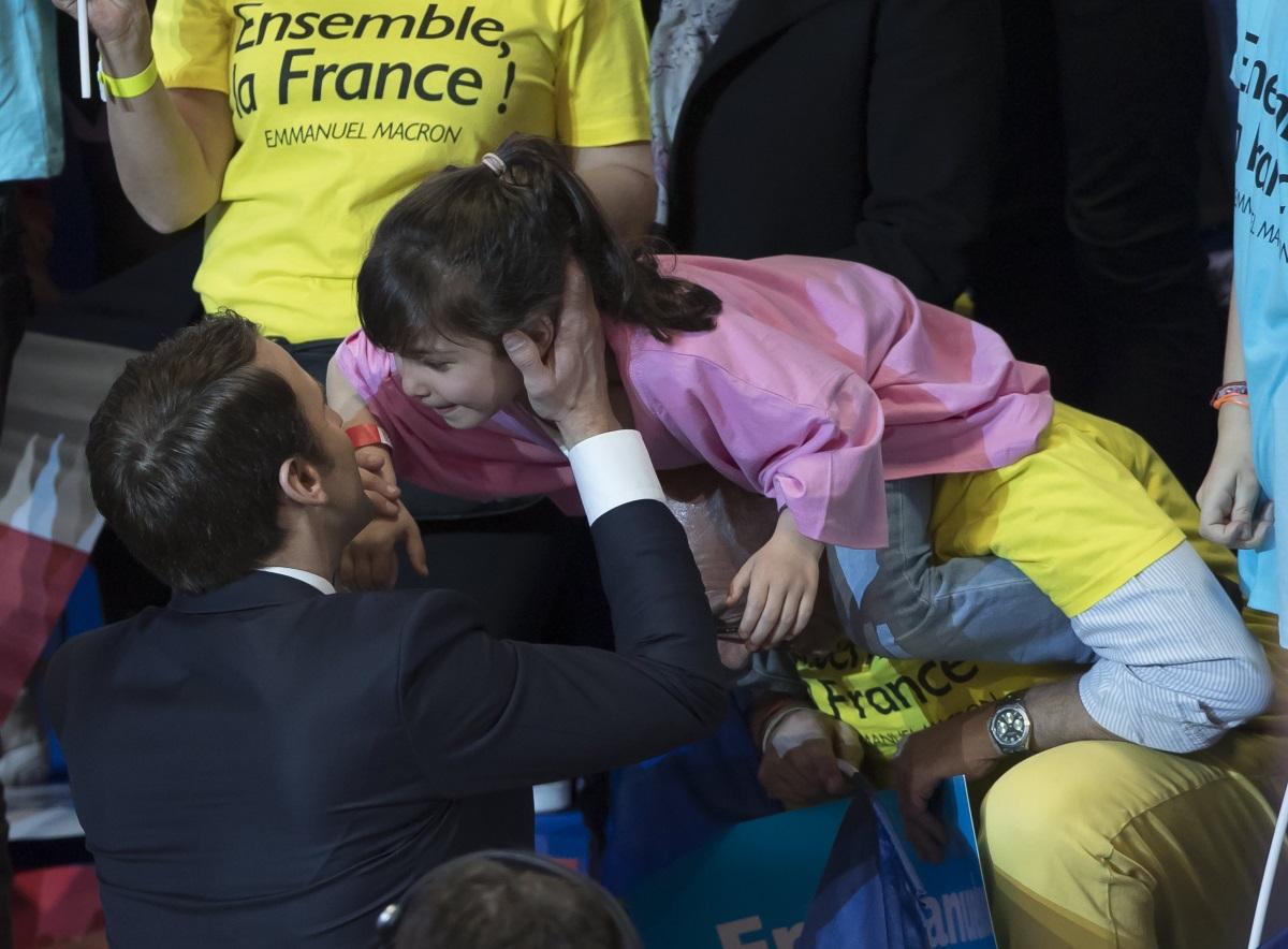 5.Енергетика, образование, семейство:Макрон обеща до 2025 г. да намали зависимостта от ядрената енергетика до 50% от общите нужди от електроенергия от сегашните 75%/<br /> Льо Пен е твърда привърженичка на ядрената енергия и ще прекрати усилията на Франция да развива ВЕИ.