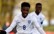 Манчестър Юнайтед задържа младок с първи професионален договор