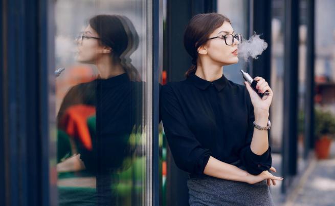 Изследване предупреждава за вредата от електронните цигари
