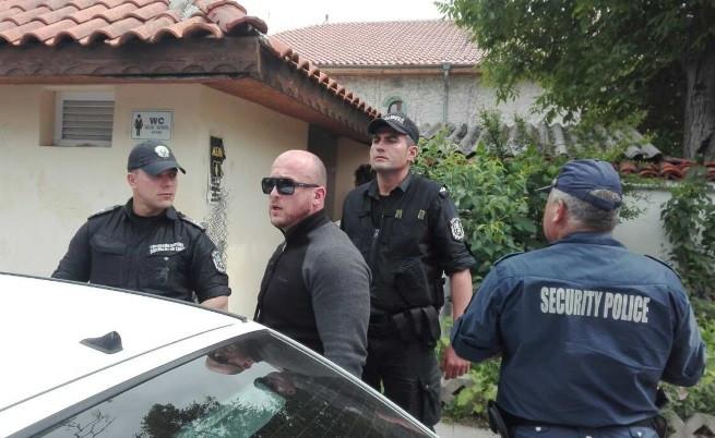 Единият от отведените от полицията