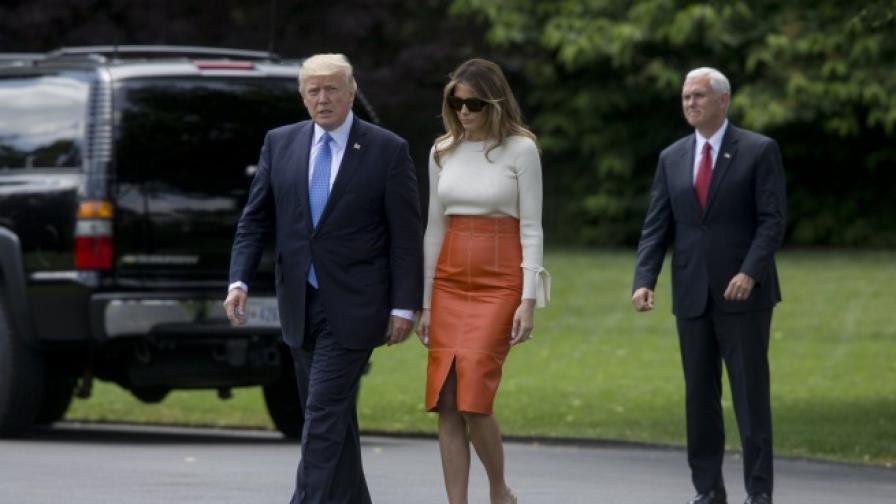 Доналд Тръмп и Мелания преди заминаването им на първата задгранична обиколка