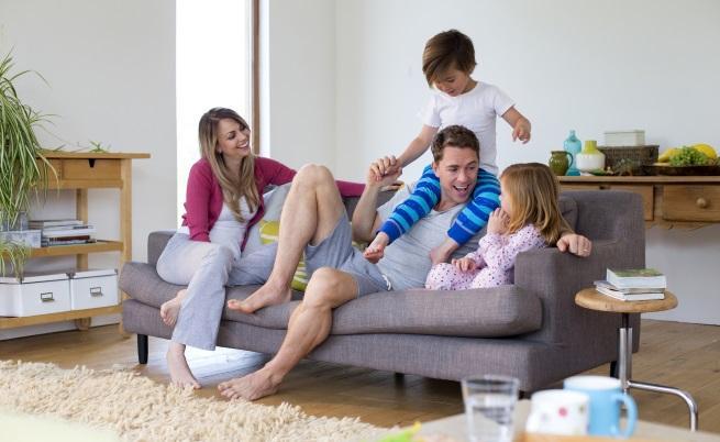 В идеалното семейство децата се занимават с оригами и четат енциклопедия в детската стая, докато родителите вечерят на свещи. В нормалното семейство децата са шумни, не си прибират играчките, не искат да си лягат сами, искат да гледат само детско, крещят, понякога имат ниски оценки, но ни обичат от цялото си сърце. Защото са истински деца, а не идеални кадри от филм.