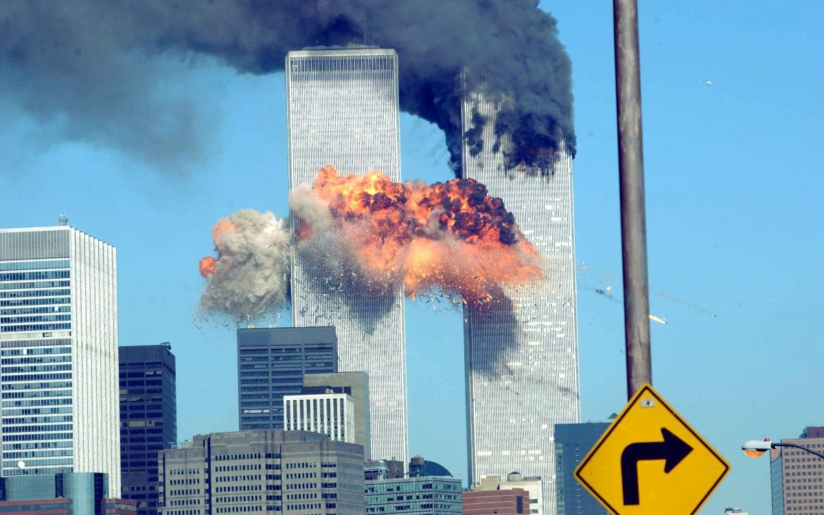 """Атентаът срещу световния търговски център в Ню Йорк - 11 септември 2001 г. """"Разгромяващ пожар в сърцето на Новия Вавилон ще разтресе земята. Две скали ще воюват дълго време""""."""
