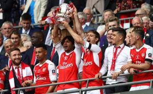 В снимки: Рекордът на Арсенал и Венгер