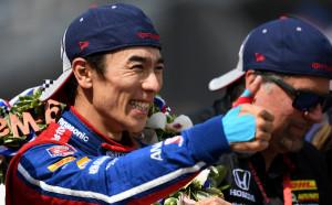 Японец покори Инди 500, двигателят предаде Алонсо