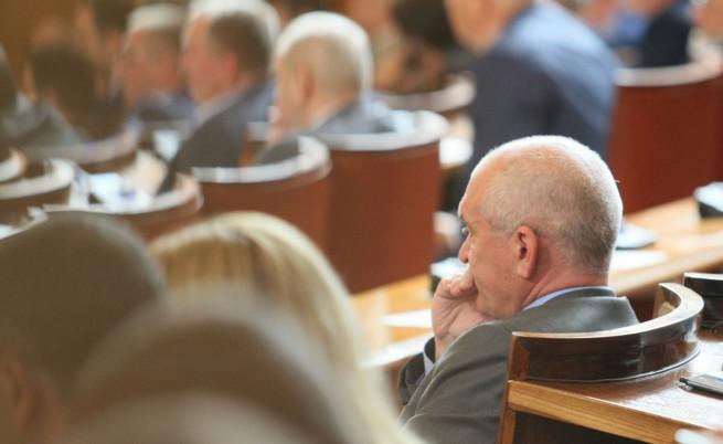 Димитър Главчев в парламента по време на дебатите за искането на оставката му