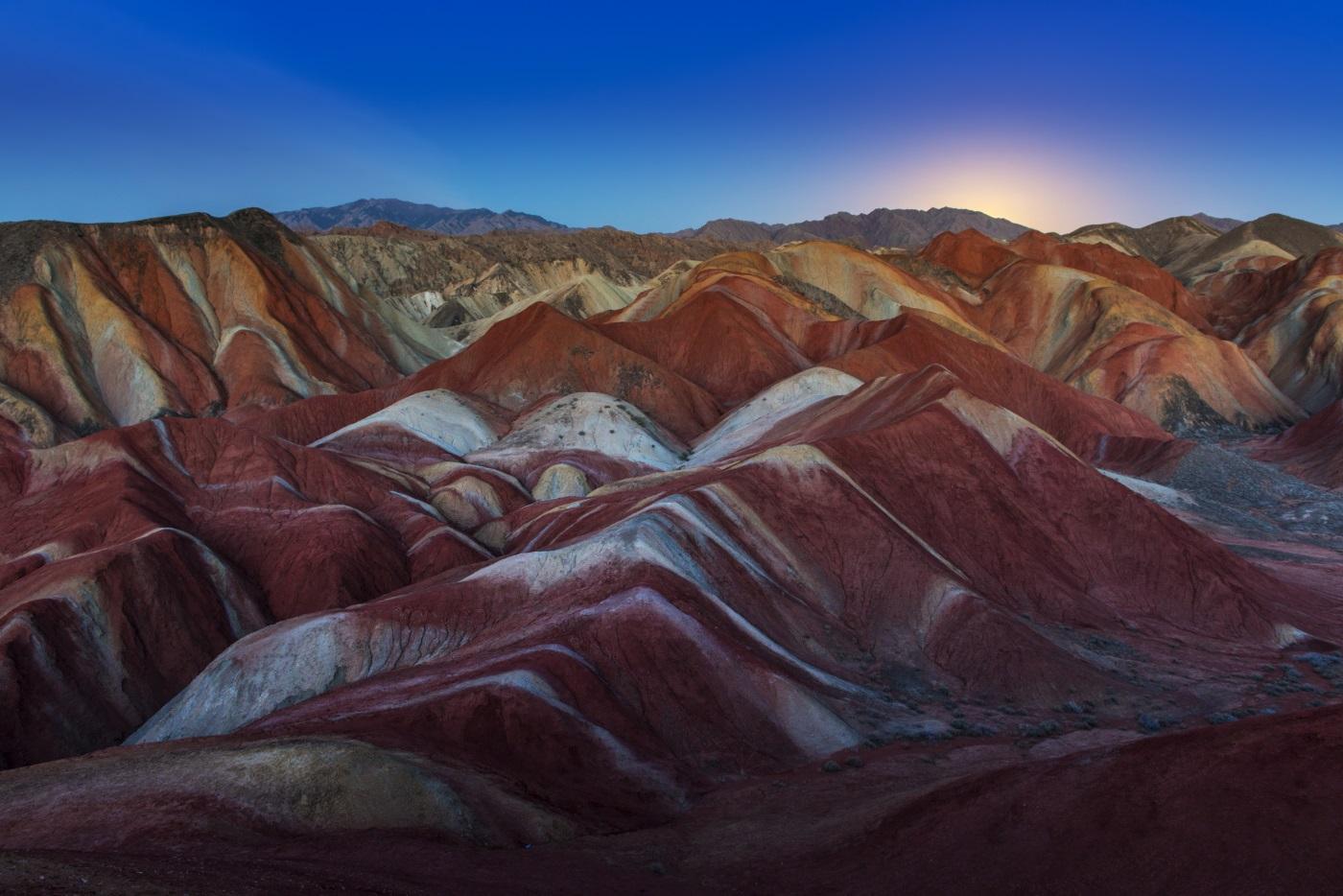 Данксия – впечатляващи червени скали, които са формирани от няколко слоя различни цветни пясъчници и минерали, притиснати заедно в продължение на милиони години.
