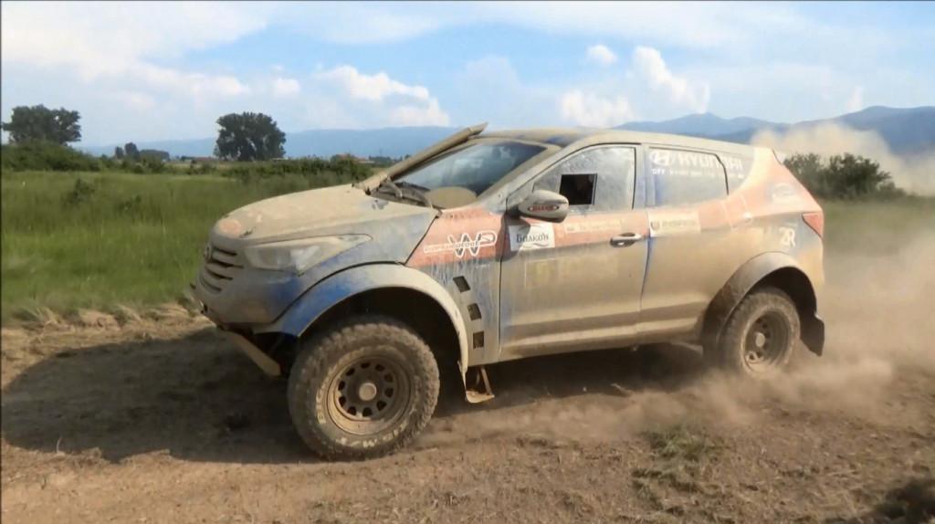 Hyundai off-road racing team приключи участието си на ралито в Гърция след удар в скала<strong> източник: Hyundai off-road racing team</strong>