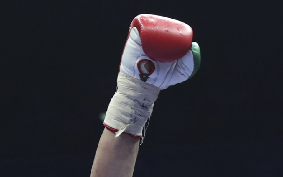 Стефан Иванов с успешен старт на Световното по бокс