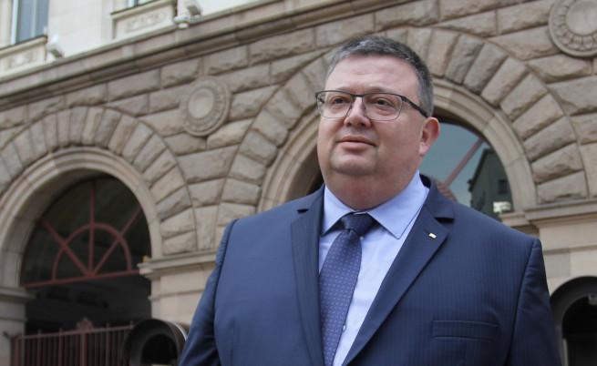 Цацаров отговори тежко на Манолова за ромския вот