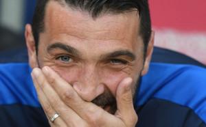 Буфон отново ще пише история за Италия