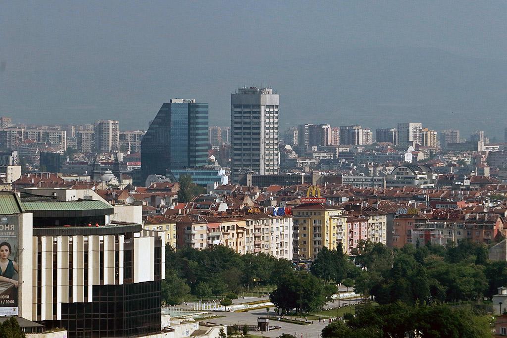 Сред най-високите в града е City Tower (74 м) - офисната кула до сградата на КНСБ (малко под 100 м височина) ще е голяма – с близо 39 000 кв.м наемна площ. Очаква се да отвори скоро.