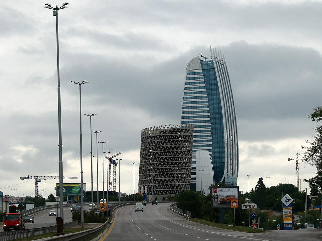 """От комплекса с три сгради """"Sofia Capital City"""" през 2015 г. бе открита Capital Fotr с височина 126 м. Започна изграждането на Sky Fort през 2016 година и тя ще надмине сегашната най-висока сграда."""
