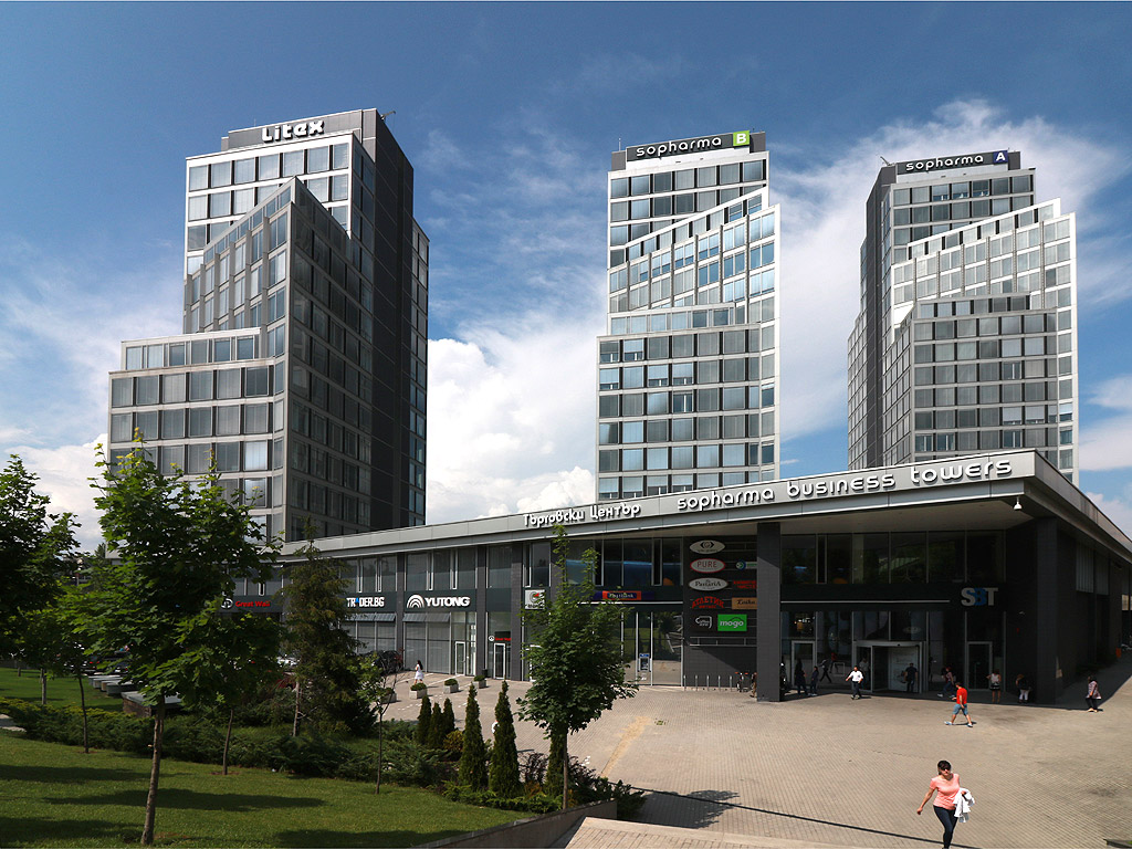 "Кулите на ""Софарма"" на бул. ""Драган Цанков"" до КАТ - височина 81 и 71 метра"