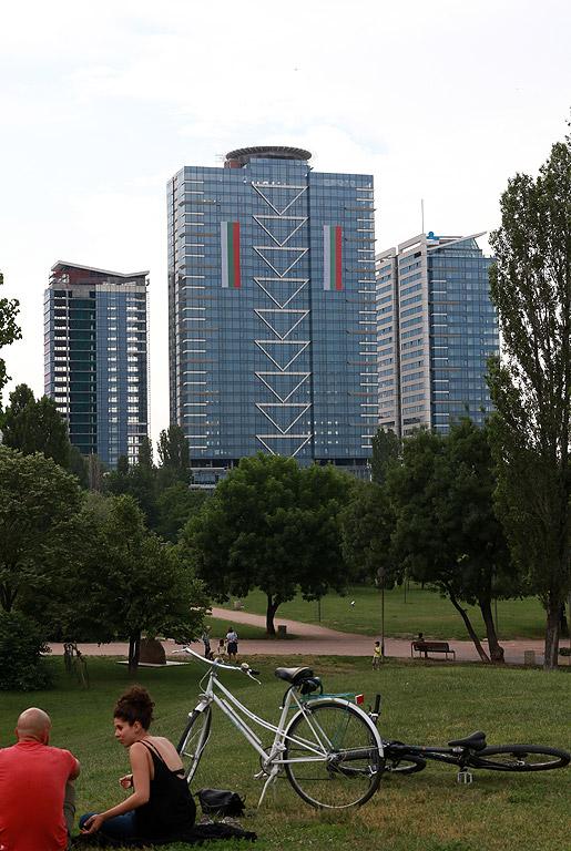 """""""Милениум център"""" ще включва офис сграда, 5-звезден хотел, жилищна сграда, търговски център и паркинг на пет нива. Точно срещу ПРОНО-то, височина 112 метра и ще стане втората най-висока сграда след """"Капитал Форт"""". След построяването на """"Скай Форт"""" и евентуално на """"Парадайс Тауър"""" обаче ще изостане"""