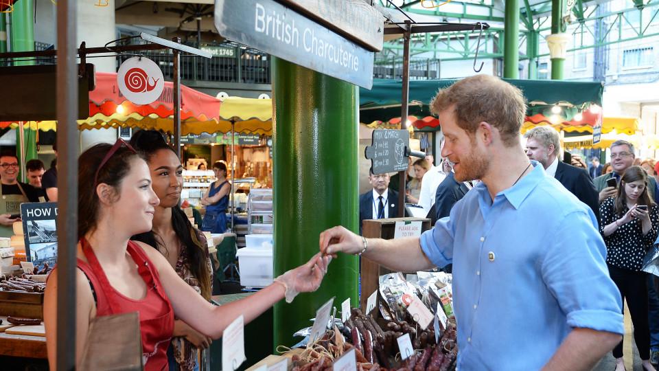 Защо принц Хари отиде на пазар?