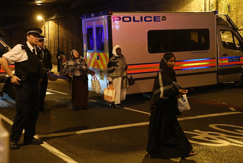 """- Ван връхлетя върху пешеходци в североизточната част на Лондон близо до една от най-големите джамии в британската столица във """"Финсбъри парк""""..."""