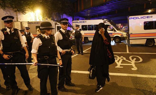 Бус се вряза в мюсюлмани в Лондон,