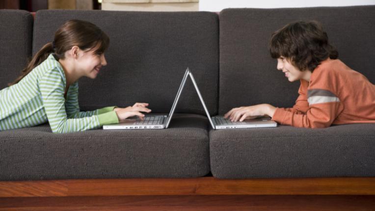 деца компютри