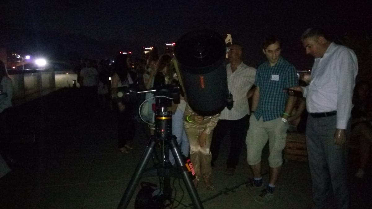 """В """"Музейко"""", след като ентусиастите опитаха какво ядат космонавтите, погледнаха и към Юпитер през този сателит."""