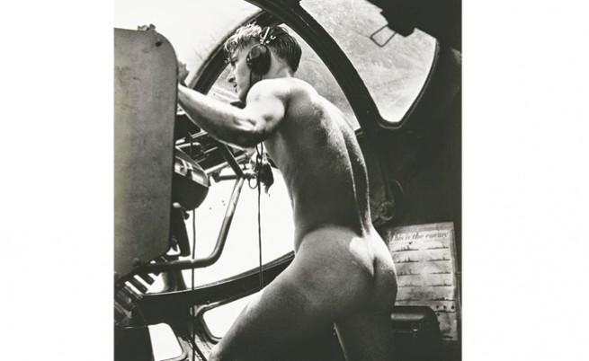 Голият картечар, Рабаул, 1944 г. (цялата снимка)