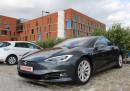 Tesla Model S измина рекордни 900 км на ток