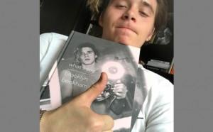 Един синовете на Бекъм издаде книга с фотографии