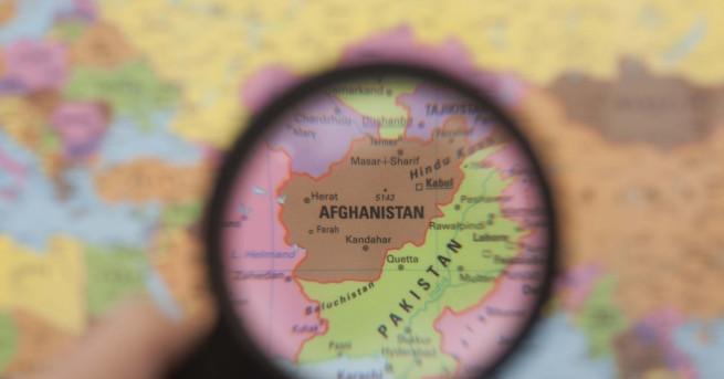 Свят Афганистанско момиче застреля талибани, убили родителите му Говорител на
