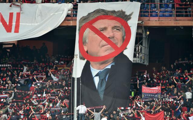 Протестни банери срещу Енрико Прециози<strong> източник: Gulliver/Getty Images</strong>