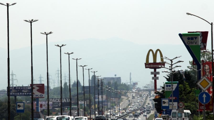 """Хиляди на път, тапи към """"Кулата"""", Румъния си пази асфалта"""