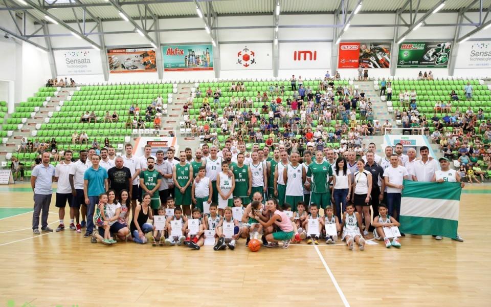 Уникално баскетболно събитие в Ботевград събра пари за лечението на детенце