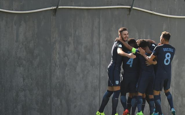 Англичаните празнуват първия гол на Мейсън Маунт. източник: uefa.com