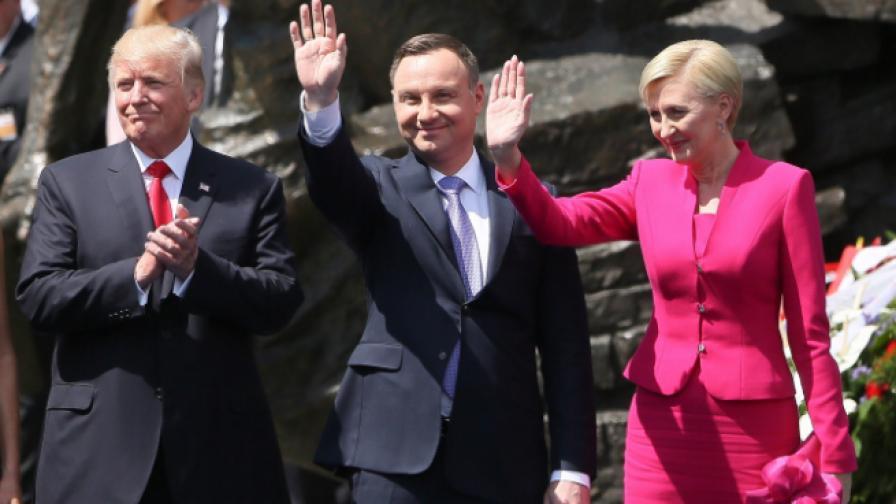 Първата дама на Полша учи Тръмп на добри обноски