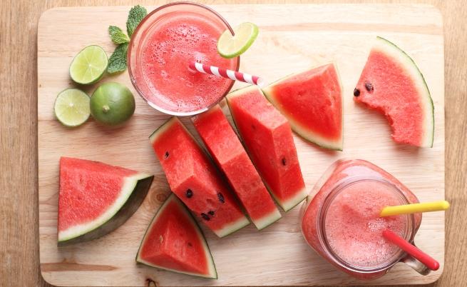 <p><strong>Диня</strong></p>  <p>Динята е с високо съдържание на витамини А и С. Освен това е богата на някои важни антиоксиданти, включително ликопен, каротеноиди и кукурбитацин Е. От всички плодове динята е един от най-богатите на вода плод &ndash; 92%</p>  <p>&nbsp;</p>
