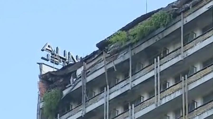 """Срутеният покрив на хотел """"Соколица"""""""