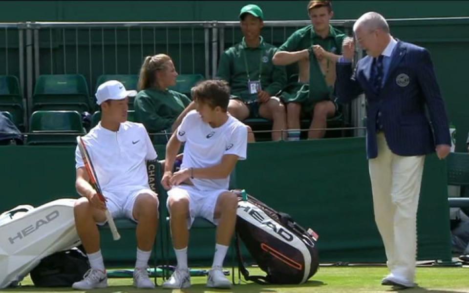 Смях с млади тенисисти: С дрес кода на Уимбълдън шега не бива