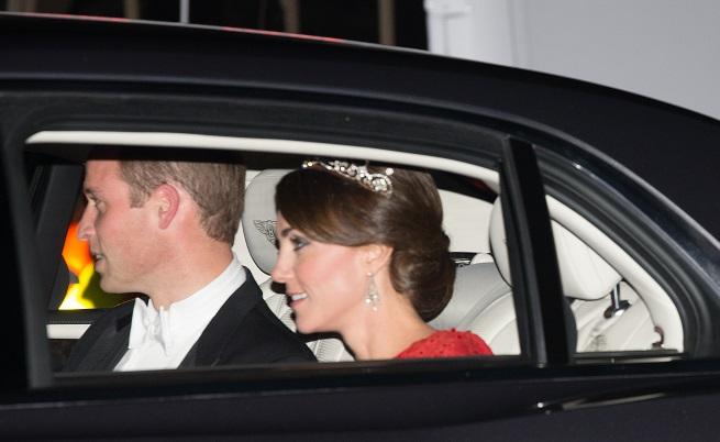 Кейт Мидълтън с дръзка рокля и тиарата на Даяна (снимки)