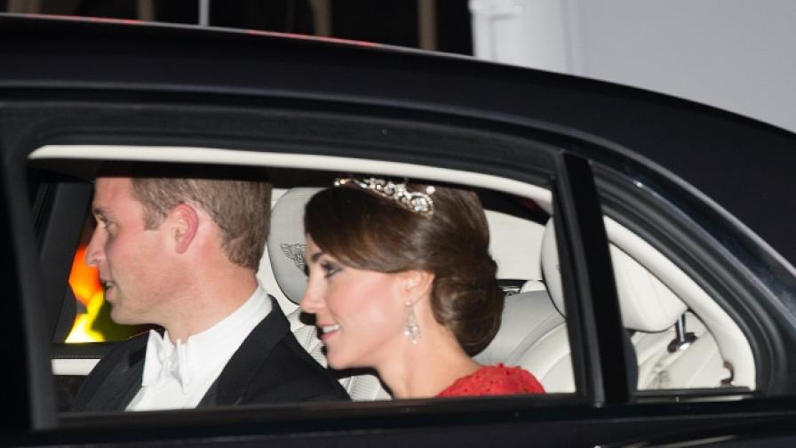 Кейт Мидълтън с дръзка рокля и тиарата на Даяна