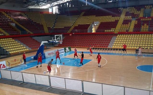 Баскетболистите ни тренираха снощи в Скопие<strong> източник: БФБаскетбол</strong>