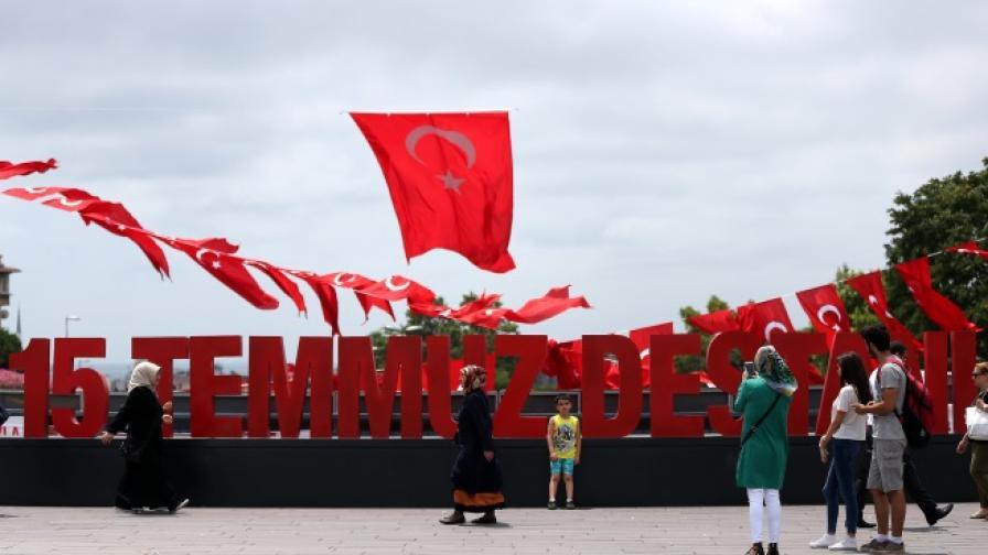 Ердоган в деня на преврата: Да оставим тези пучисти?