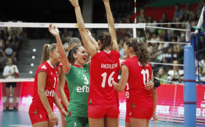 Сеферинов с 13 волейболистки за контролите с Русия