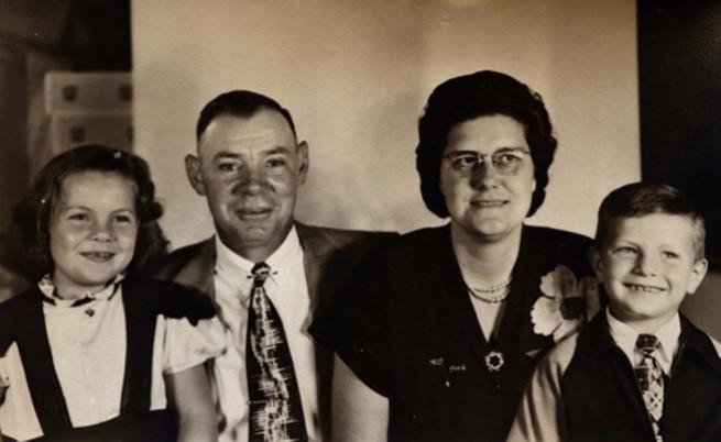 Рей Анн и Милтън са продадени на 27 август 1950 г., на семейство Зоитман.